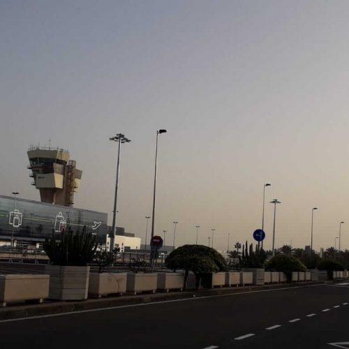 Suministro con instalación de Torres de Iluminación para aparcamientos en el aeropuerto de Gran Canaria
